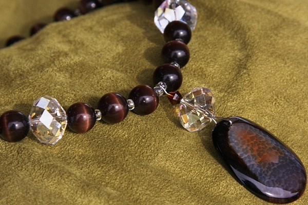 Dark Brown Agate and Cat`s Eye Gemstone Necklace