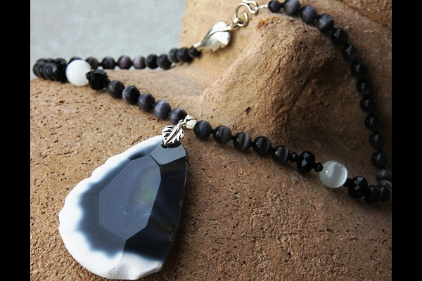Faceted Gray and White Agate with Cat`s Eye Gemstone Necklace